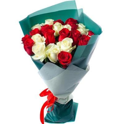микс из 25 красных и белых роз