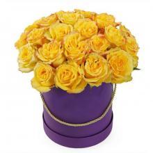 19 желтых роз в коробке