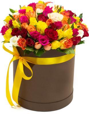 101 разноцветная роза в шляпной коробке