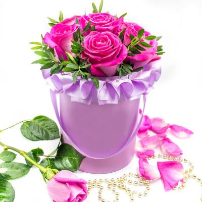 9 розовых роз в шляпной коробке