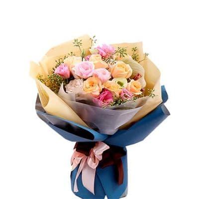 """Букет из 7 кремовых роз и эустомы  """"Любование"""""""