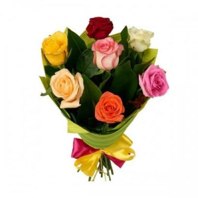 7 разноцветных роз