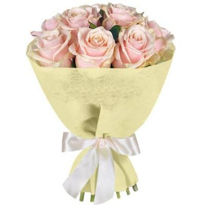 9 кремовых роз