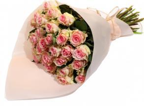 25 кремово-розовых роз